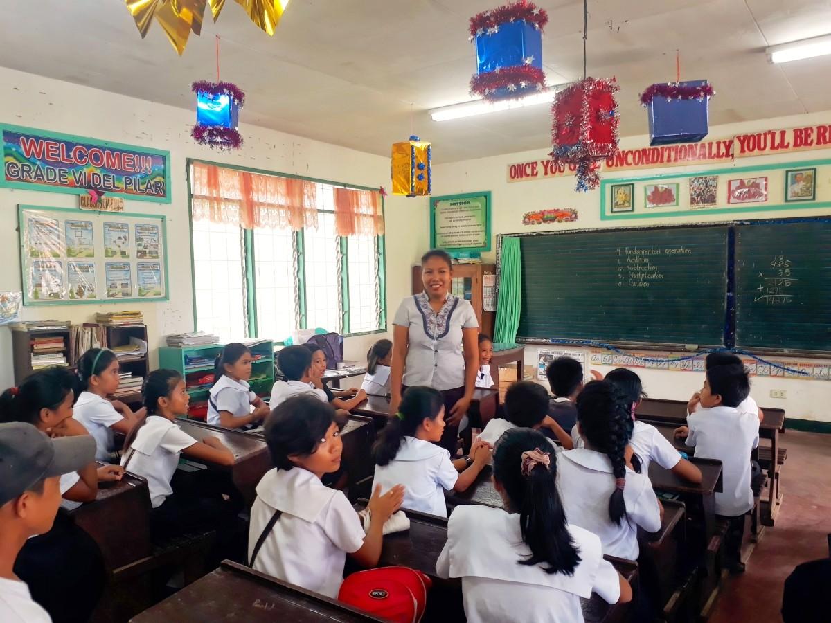 Volunteer teachers program helps ease teacher shortage